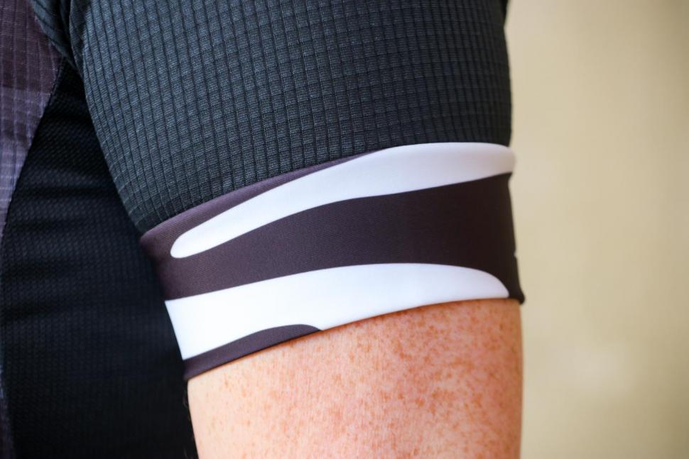 Funkier Prima Pro Ladies Short Sleeve Jersey in Black-Wave - cuff.jpg