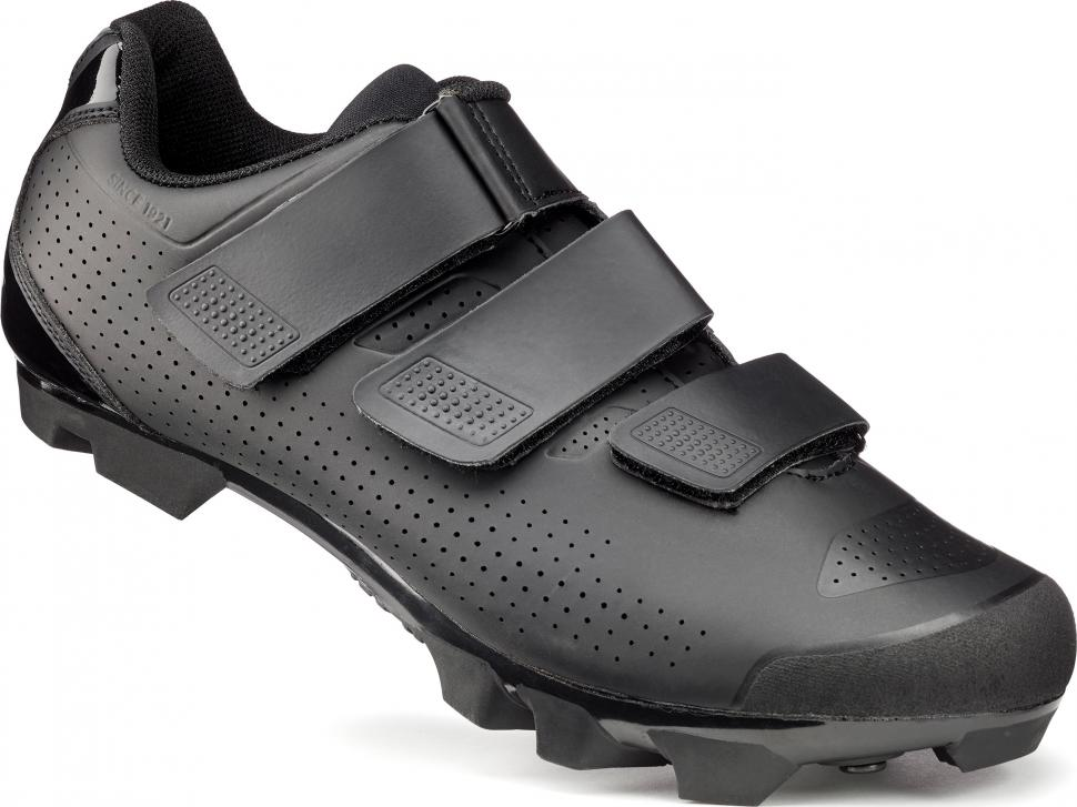 FWE Pitch Sport shoes