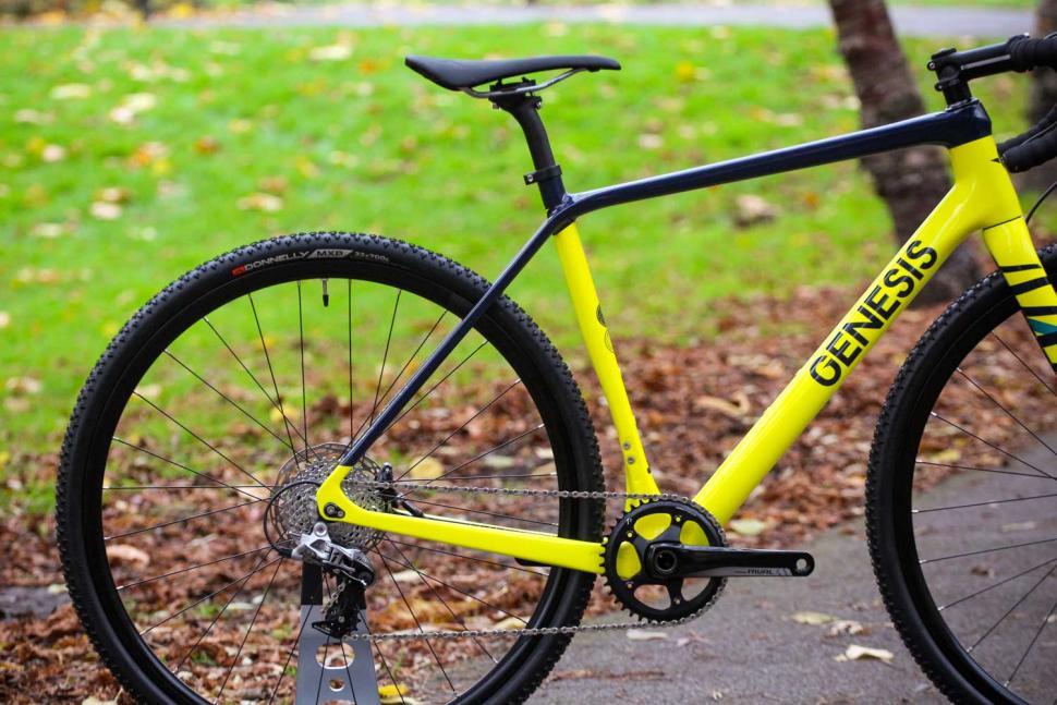 Genesis Vapour 30 - rear.jpg