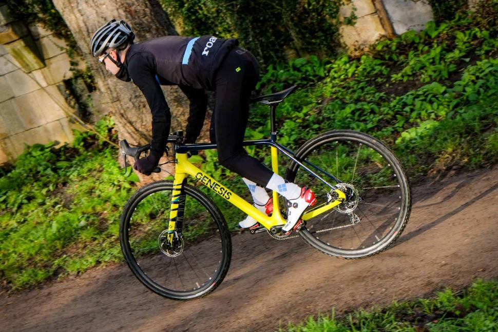 Genesis Vapour 30 - riding 3.jpg