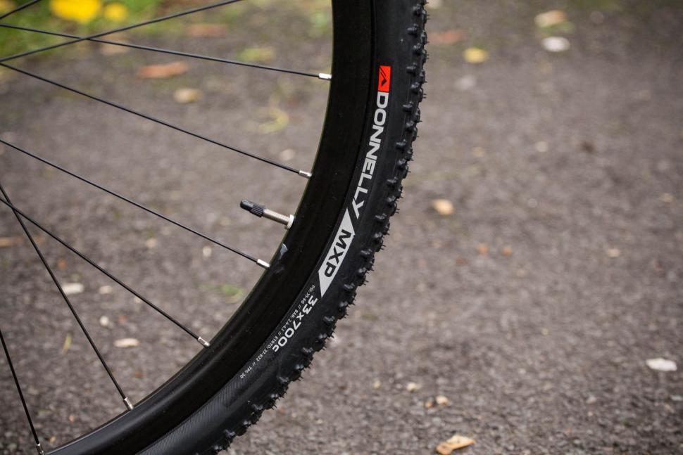Genesis Vapour 30 - tyre and rim.jpg