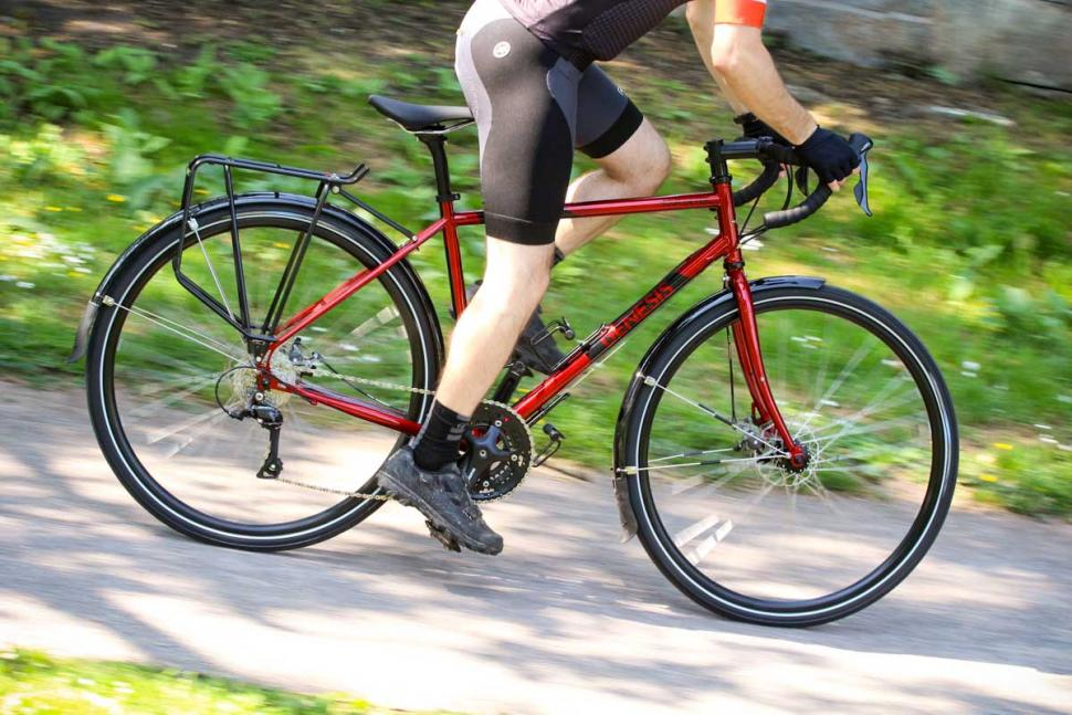 genesis_tour_de_fer_-_riding_3.jpg