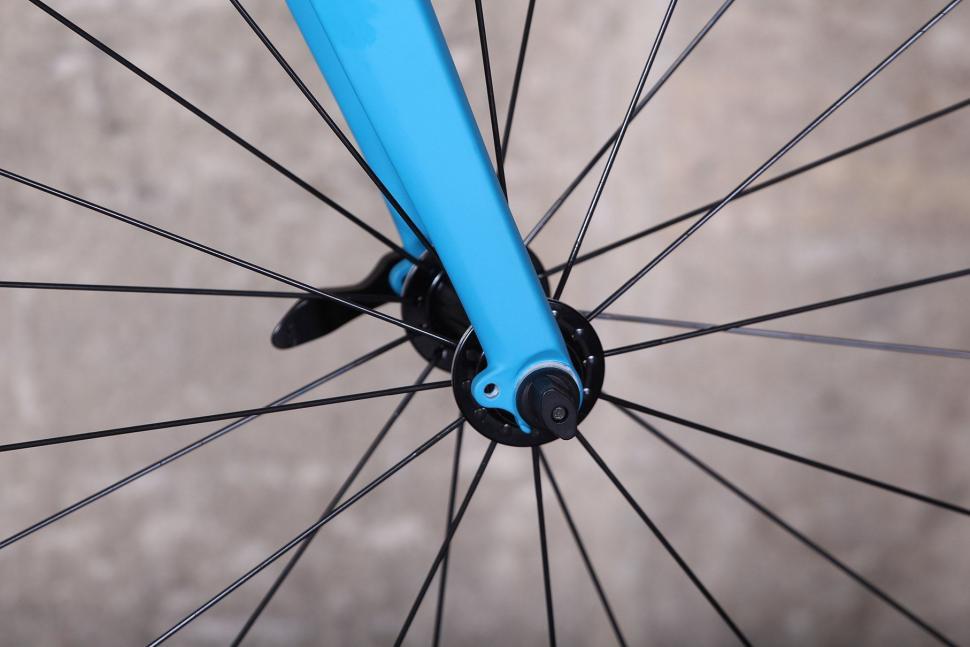 Giant Contend SL - fork detail 2.jpg