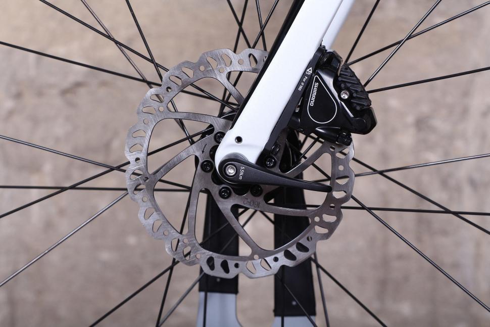 Giant Defy Advanced - front disc brake.jpg