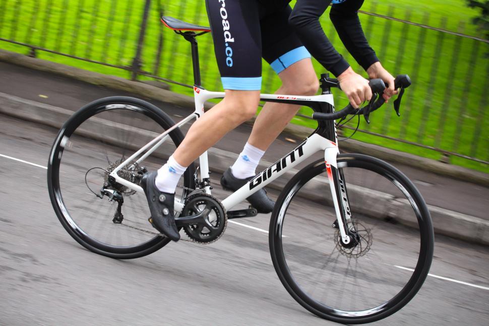 Giant Defy Advanced - riding 1.jpg