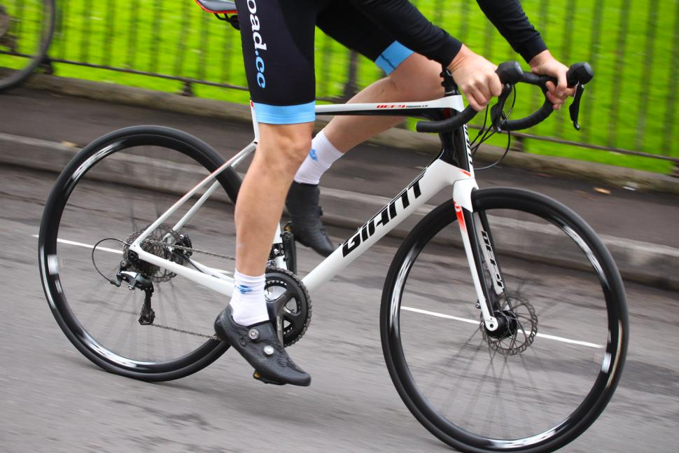 Giant Defy Advanced - riding 3.jpg