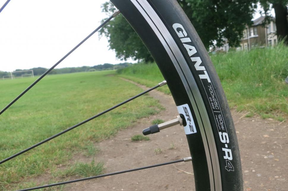 Giant Liv Avail - tyre 2.jpg