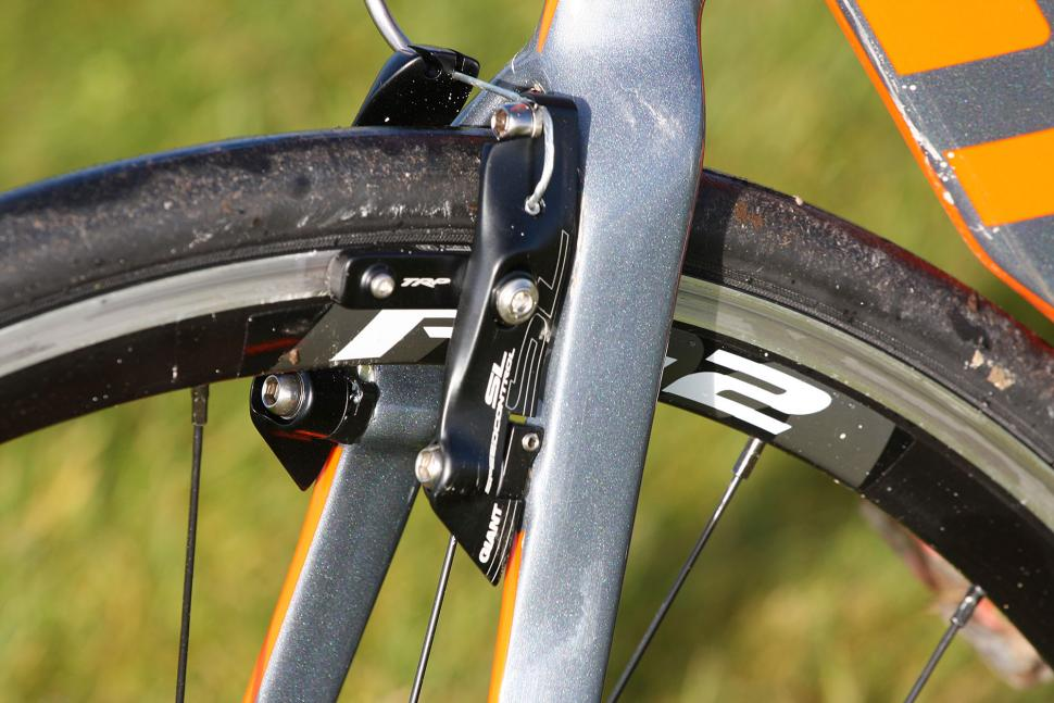 Giant Propel Advanced 1 - rear brake 2.jpg