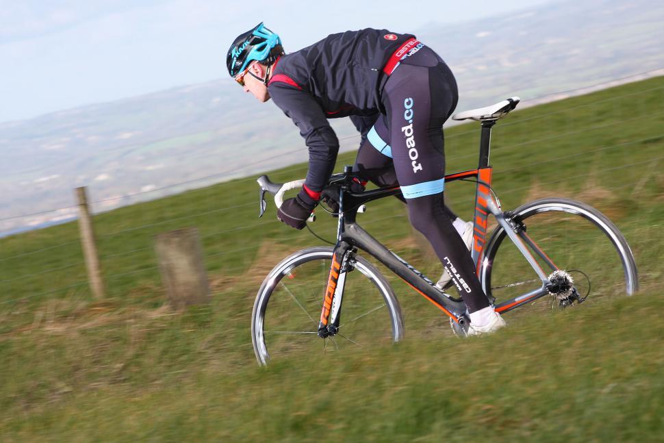 Giant Propel Advanced 1 - riding 3.jpg