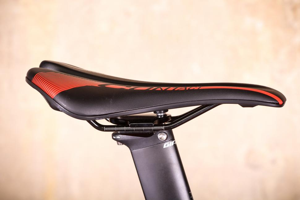 Giant Propel Advanced Disc - saddle.jpg