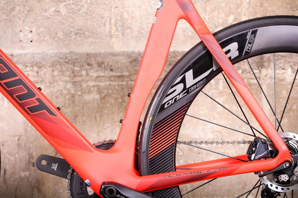 Giant Propel Advanced Disc - seat tube shape.jpg