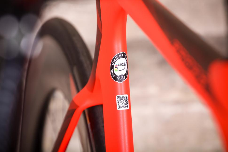 Giant Propel Advanced Disc - UCI sticker.jpg