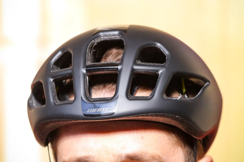 Giant Pursuit Mips Aero road helmet - front.jpg