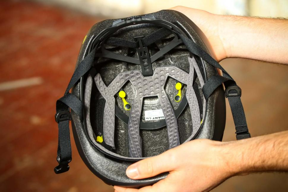 Giant Pursuit Mips Aero road helmet - inside.jpg