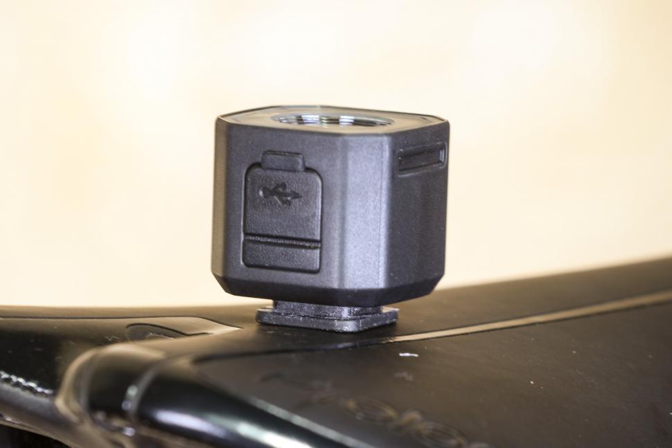 Giant Recon HL 100 - USB charging port.jpg