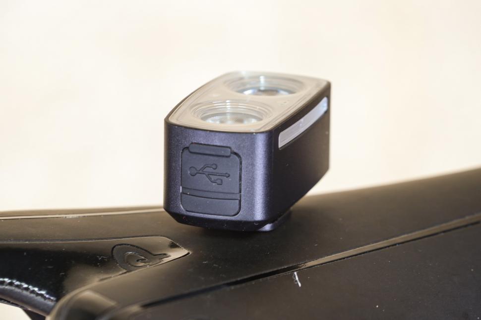 Giant Recon HL 200 - USB charging port.jpg