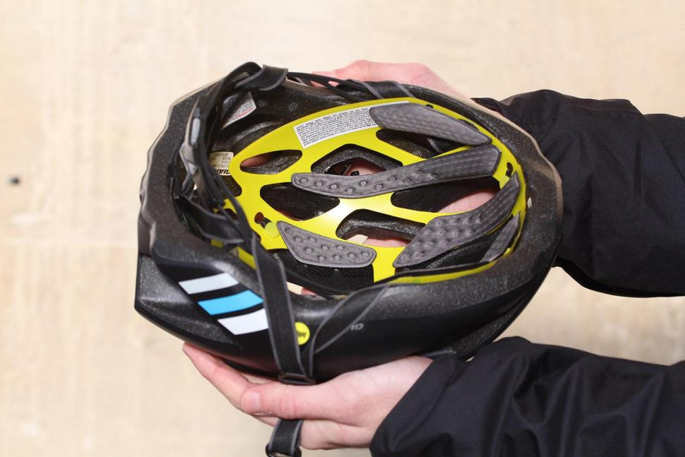 Giant Rev Mips Road Helmet - inside.jpg