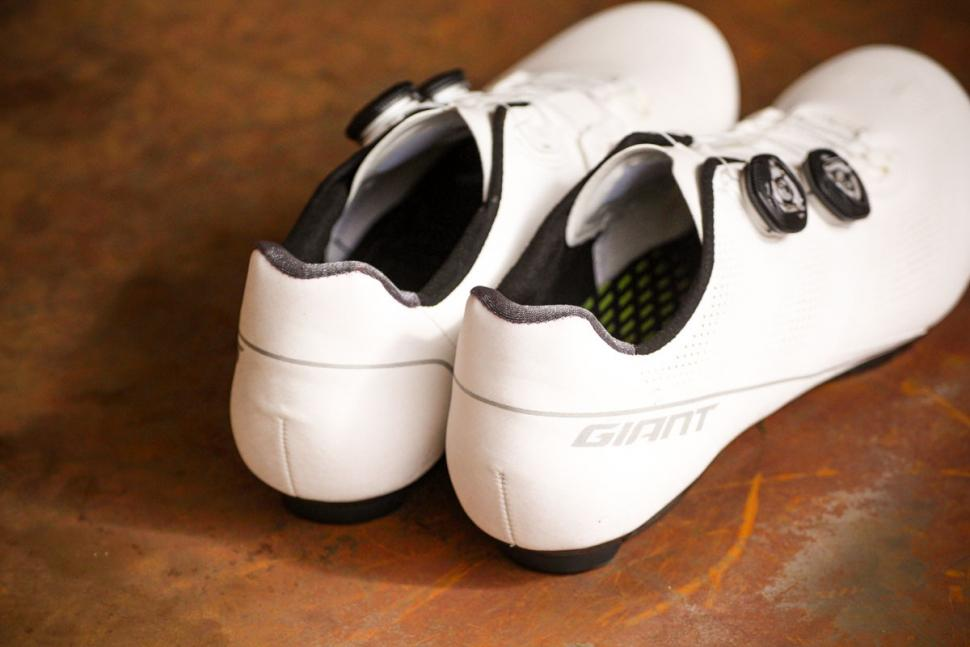 Giant Surge Pro shoes - heels.jpg