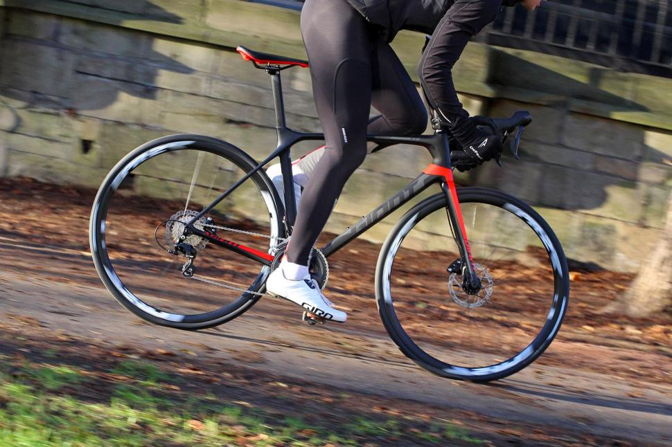 Giant TCR Advanced 2 Disc - riding 1.jpg