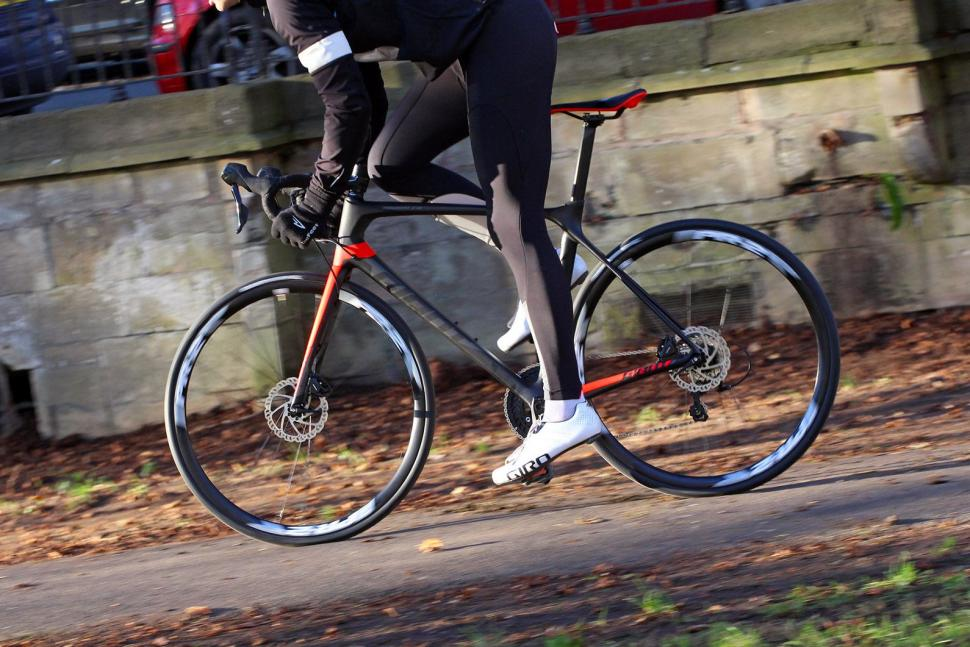 Giant TCR Advanced 2 Disc - riding 4.jpg