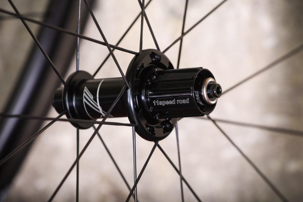 giant_slr_zero_42_with_giant_gavia_ac_0_tyres_-_rear_hub.jpg