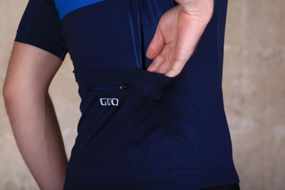 dcf3de579 Giro Chrono Expert Shred Blue - back pocket.jpg