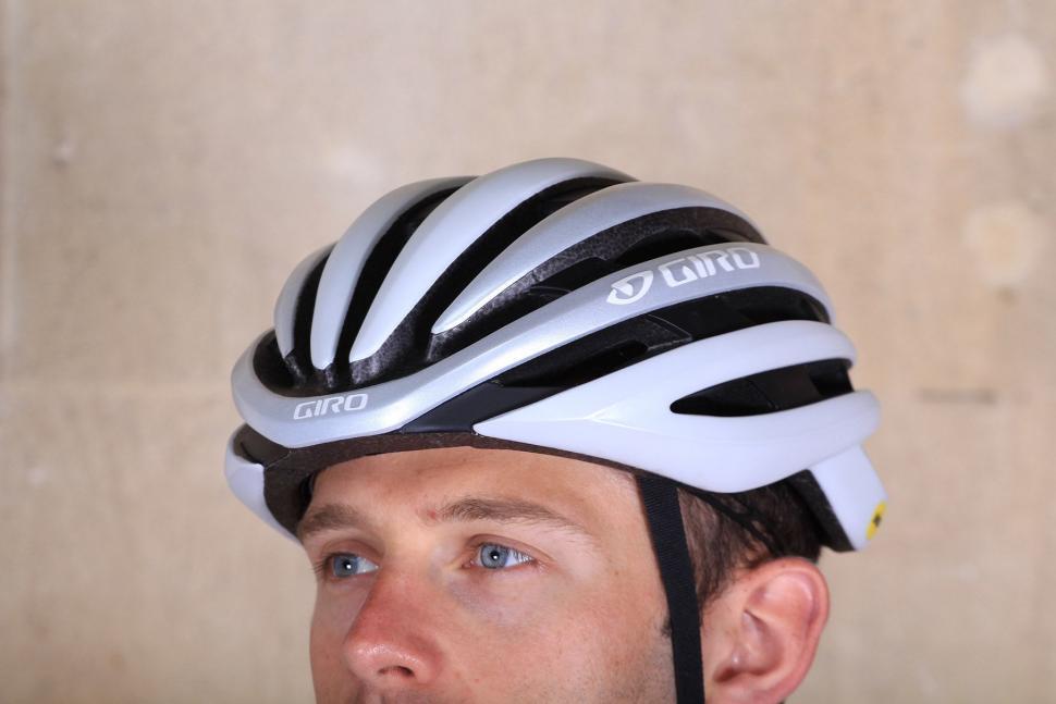 Giro Cinder MIPS - front.jpg
