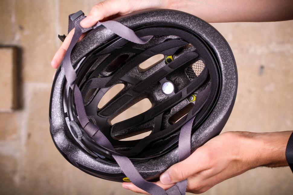 Giro Isode MIPS helmet - inside.jpg