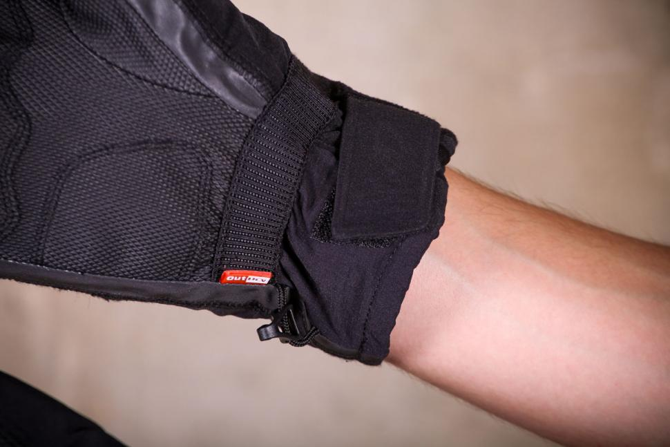 Giro Proof 100 gloves - cuff.jpg