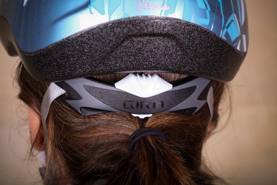 Giro Venus 2 Womens helmet - ratchet system.jpg