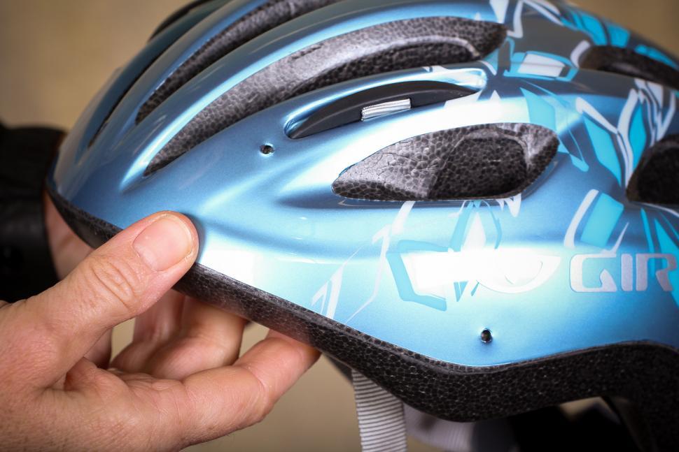 Giro Venus 2 Womens helmet - visor holes.jpg