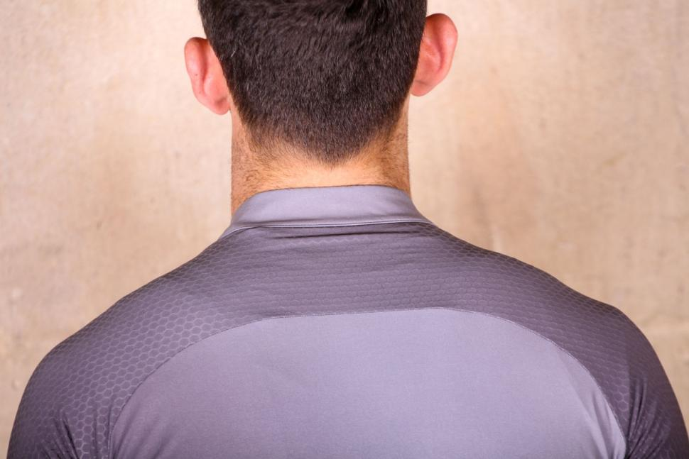 giro_chrono_pro_jersey_short_sleeve_-_shoulders.jpg