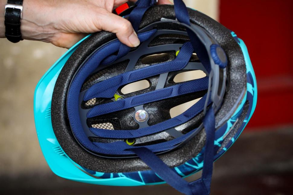 giro_vasona_mips_womens_helmet_-_inside.jpg