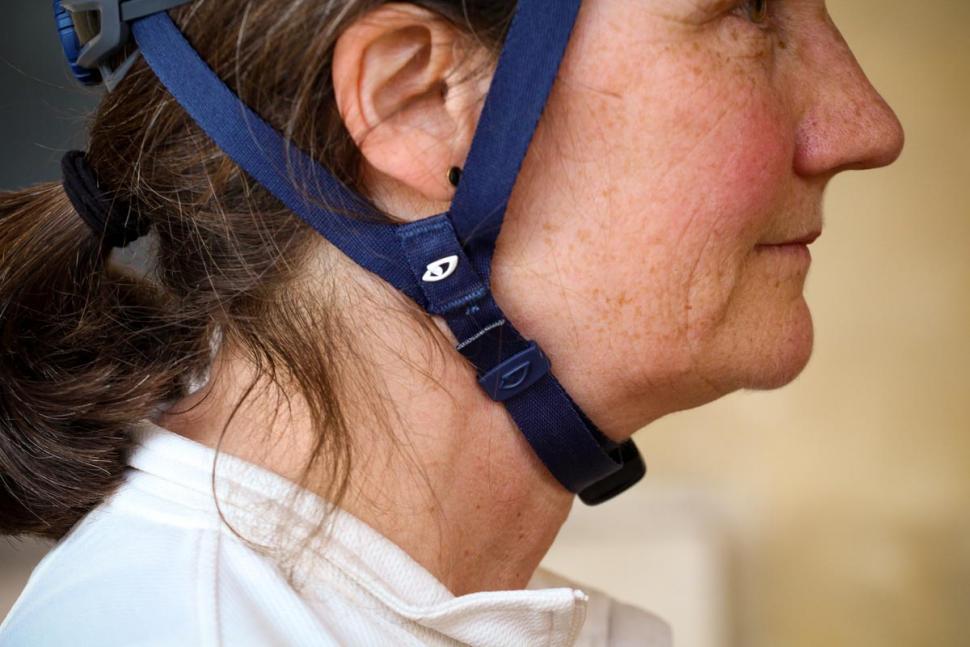 giro_vasona_mips_womens_helmet_-_strap_2.jpg