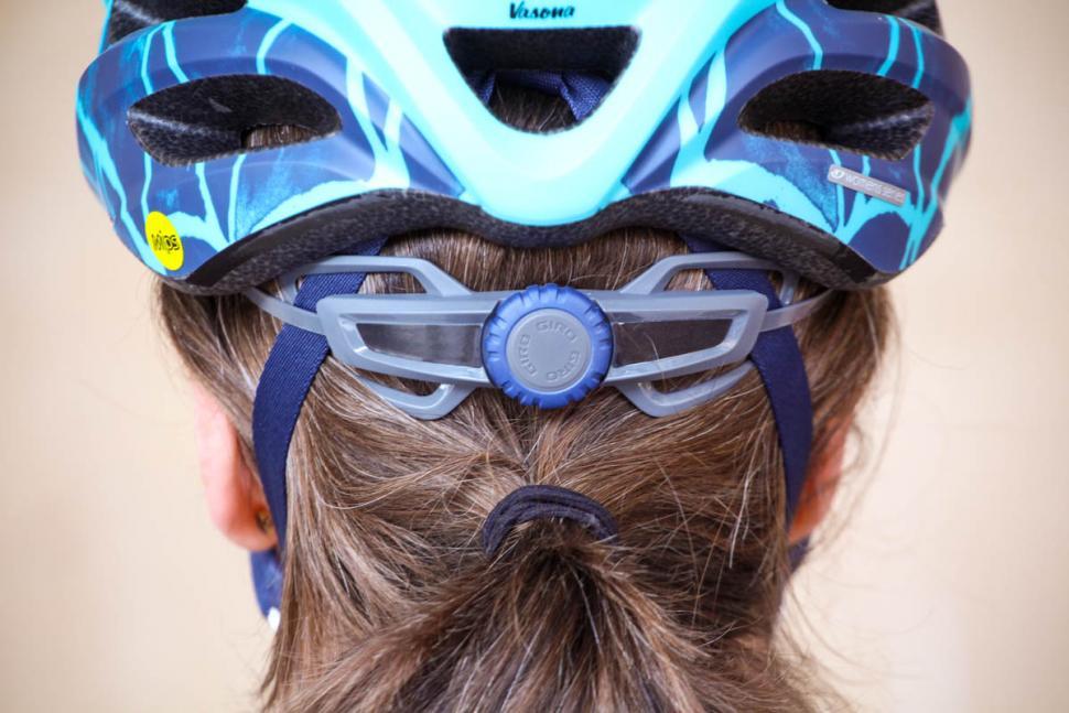 giro_vasona_mips_womens_helmet_-_tension_system.jpg
