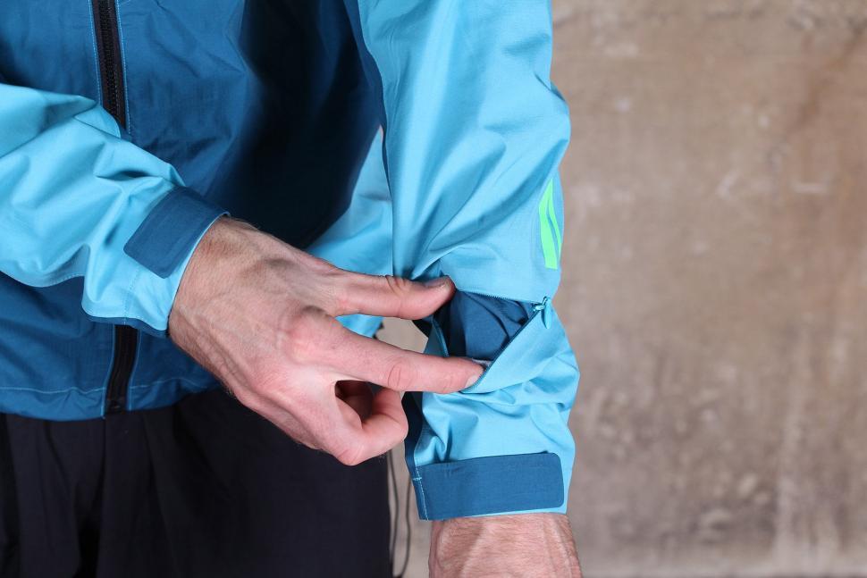 Gore Bike Wear Mens Power Trail Gore-Tex Active Jacket - sleeve pocket.jpg