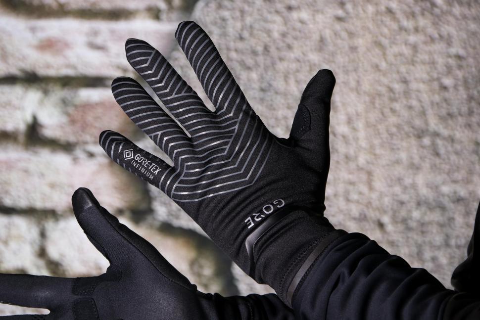 Gore C3 Gore-Tex Infinium Stretch Mid Gloves - back.jpg