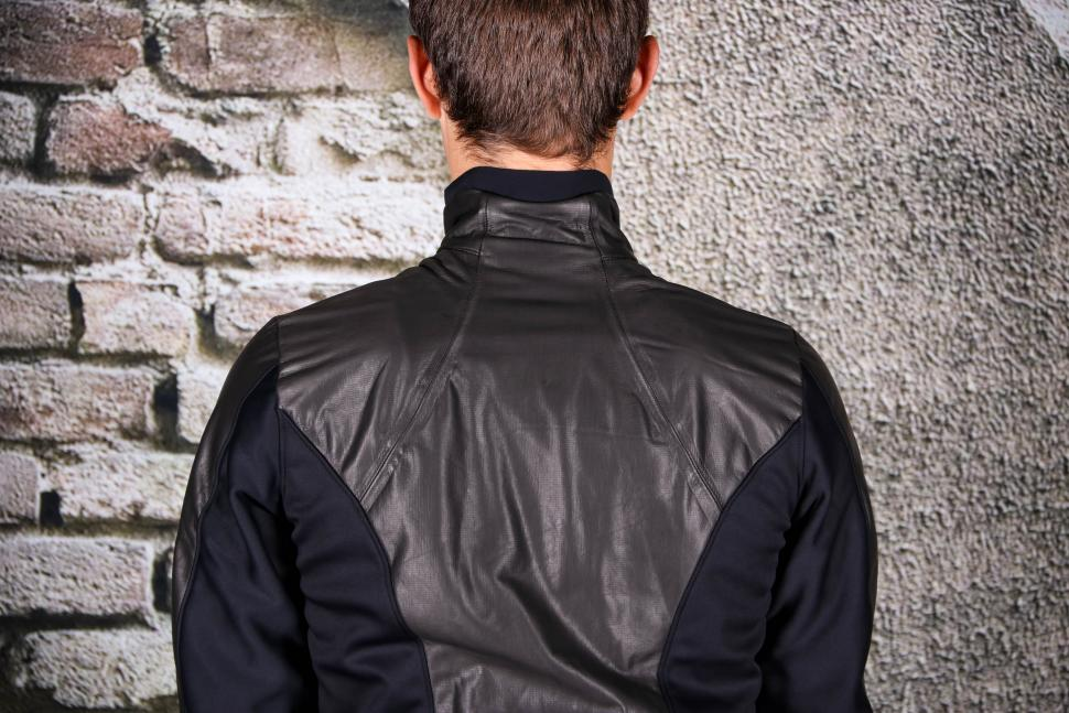 Gore C5 Gore-Tex Infinum Soft Lined Thermo Jacket - shoulders.jpg