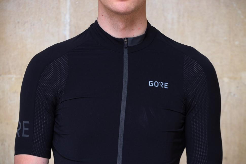 Gore C7 Race Jersey - chest.jpg