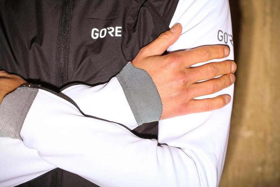 Gore C7 Windstopper Pro Jacket - reflective cuff.jpg