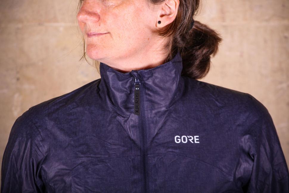 Gore C7 Women Gore-Tex Shakedry Viz Jacket - collar.jpg