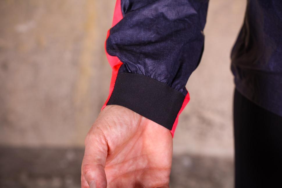 Gore C7 Women Gore-Tex Shakedry Viz Jacket - cuff.jpg