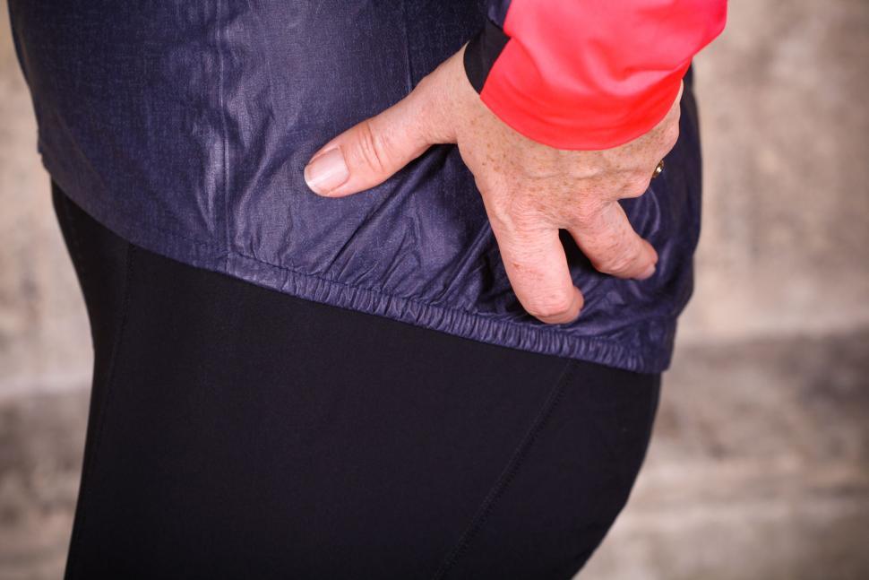 Gore C7 Women Gore-Tex Shakedry Viz Jacket - elastic detail.jpg