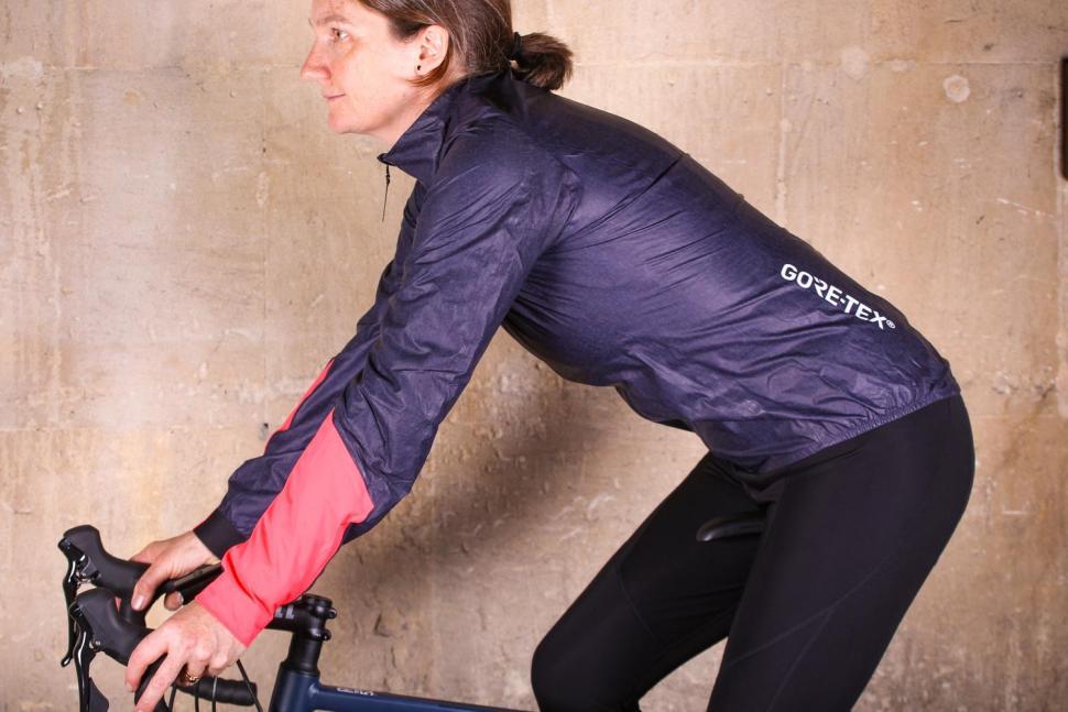 Gore C7 Women Gore-Tex Shakedry Viz Jacket - riding.jpg