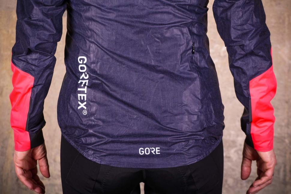 Gore C7 Women Gore-Tex Shakedry Viz Jacket - tail.jpg