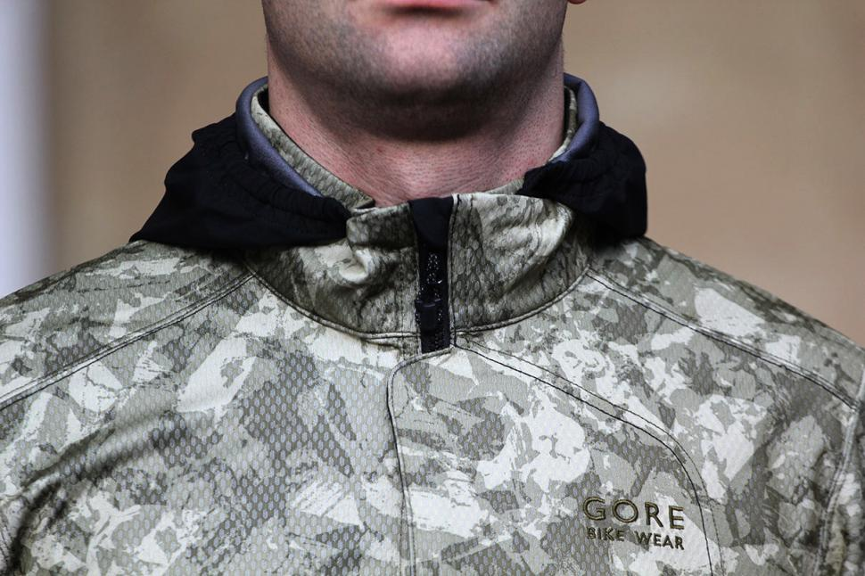 Gore Element Urban Print Windstopper Soft Shell Jacket collar.jpg