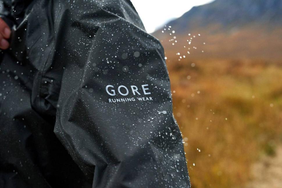 gore one active jacket3.jpg