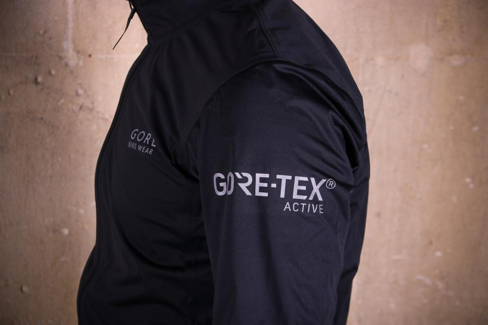 Gore Power Gore-TexR Jacket - shoulder.jpg