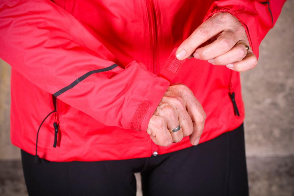 Gore R3 Women Gore-Tex Active Hooded Jacket - cuff detail.jpg