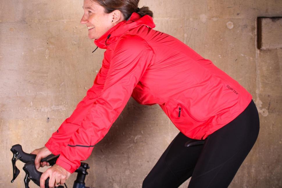 Gore R3 Women Gore-Tex Active Hooded Jacket - riding.jpg